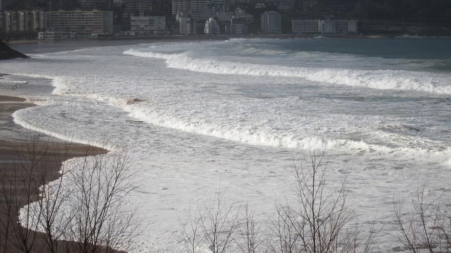 Santander despliega el dispositivo preventivo ante el temporal y cierra las instalaciones deportivas