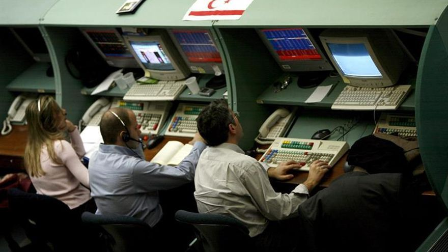 La Bolsa turca pierde un 2 % al especularse con la caída del primer ministro