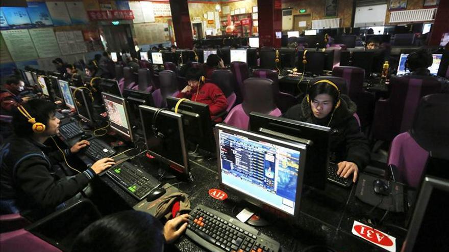 """Dos millones de personas """"vigilan"""" internet en China"""