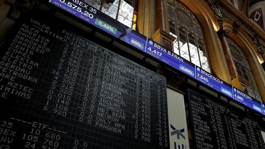 El IBEX cede un 0,51 % lastrado por Santander y otros bancos