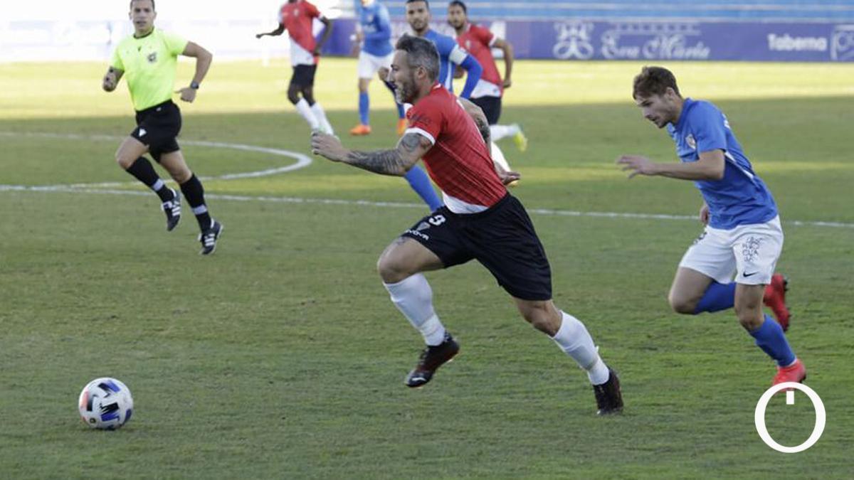 Piovaccari, en el duelo con el Linares de la primera vuelta.