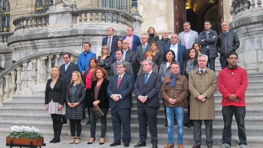 Ayuntamiento de Bilbao se concentra por la muerte en accidente laboral de un trabajador en las obras del edificio Albia