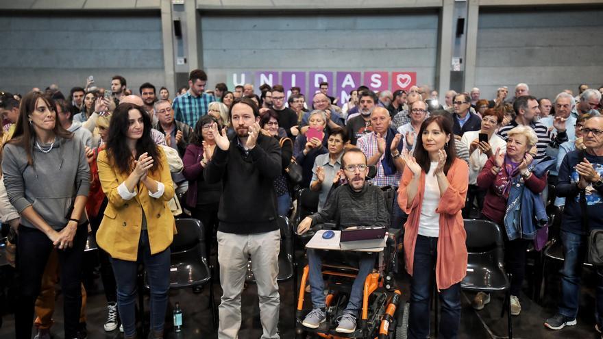 Pablo Iglesias, Pablo Echenique y Marta Abengoechea, en un acto de precampaña en Zaragoza.