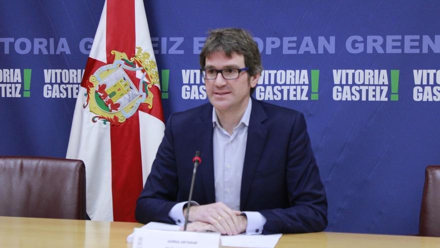"""Urtaran reprocha a EH Bildu que pretenda """"abandonar el barco del cambio"""" con su rechazo a los Presupuestos de Vitoria"""