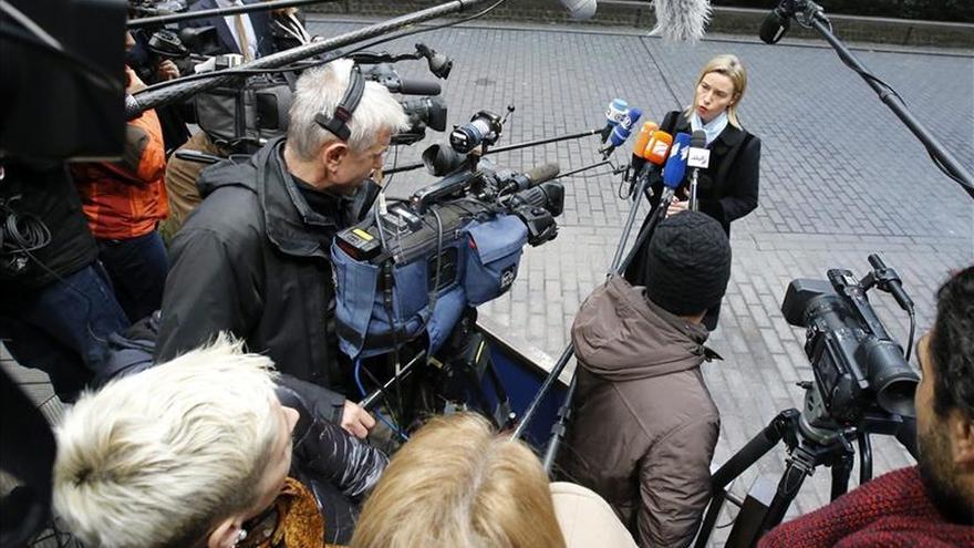 """Mogherini transmite a Suu Kyi la necesidad de """"transición pacífica"""" en Birmania"""