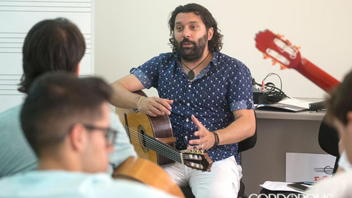 Josemi Carmona imparte una clase en el Festival de la Guitarra de 2015