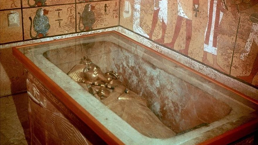 """Los análisis en la tumba de Tutankamón determinan que hay """"algo"""" tras sus muros"""