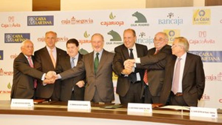 Los presidentes de las siete entidades, tras la firma del acuerdo.