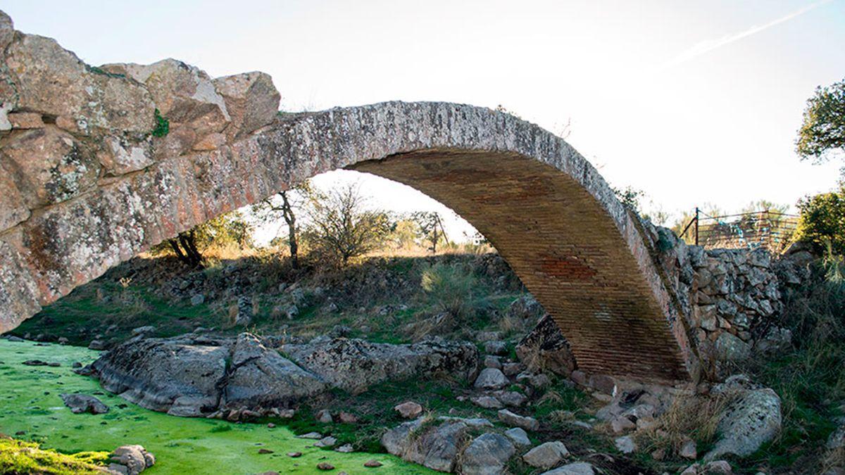 Puente sobre el arroyo Santa María en el municipio de Pedroche.