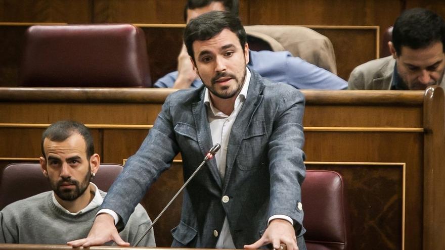 """Garzón dice que PSOE y Ciudadanos """"están secuestrados"""" por la hoja económica del PP y serán responsables de los recorte"""