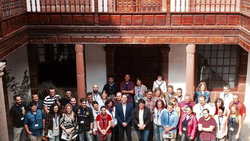 En la Imagen, participantes en el encuentro de personal técnico y agentes socioeducativos de Canarias que se celebra en la Casa Salazar de Santa Cruz de La Palma.