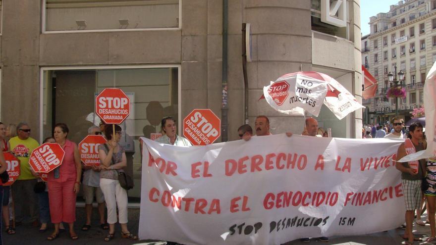 Una de las acciones realizadas por Stop Desahucios Granada en julio de 2003