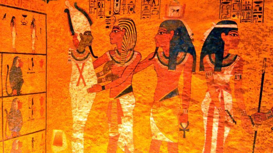 Pinturas murales en la cámara sepulcral de la tumba del faraón Tutankamon, una de las atracciones del Valle de los Reyes. EFE