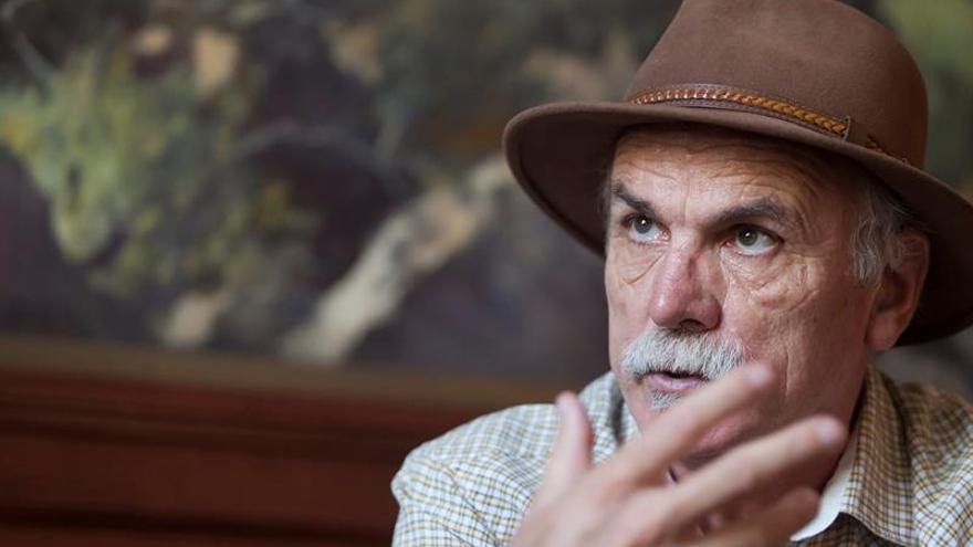 Eudald Carbonell y Pilarín Bayés se unen para explicar la evolución a niños