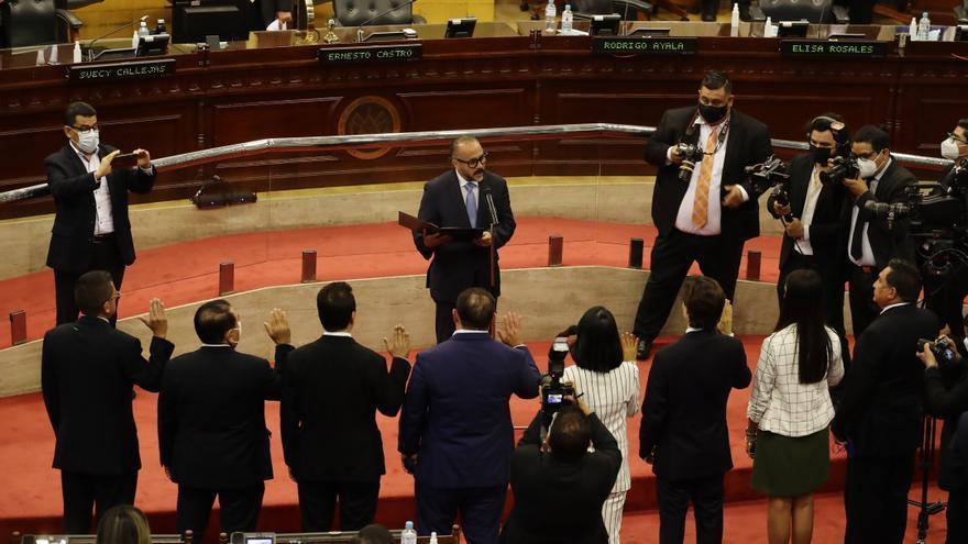 """El ombudsman salvadoreño pide a la OEA mediar ante la """"alteración constitucional"""""""