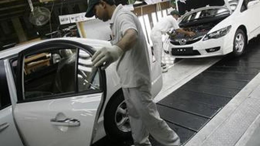 Unos 200 trabajadores de Honda se manifiestan en Barcelona
