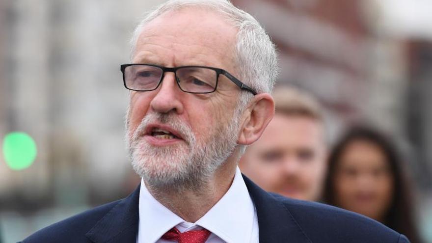 Corbyn acusa a Johnson de usar a Isabel II para hacerse propaganda electoral