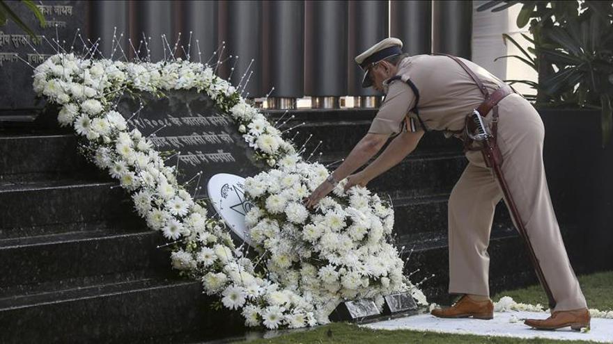 Bombay recuerda a las víctimas de los atentados de 2008 con dudas sobre seguridad