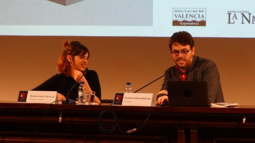 Noemí López Trujillo junto a Eugenio Viñas en La Nau de la Universitat de València.