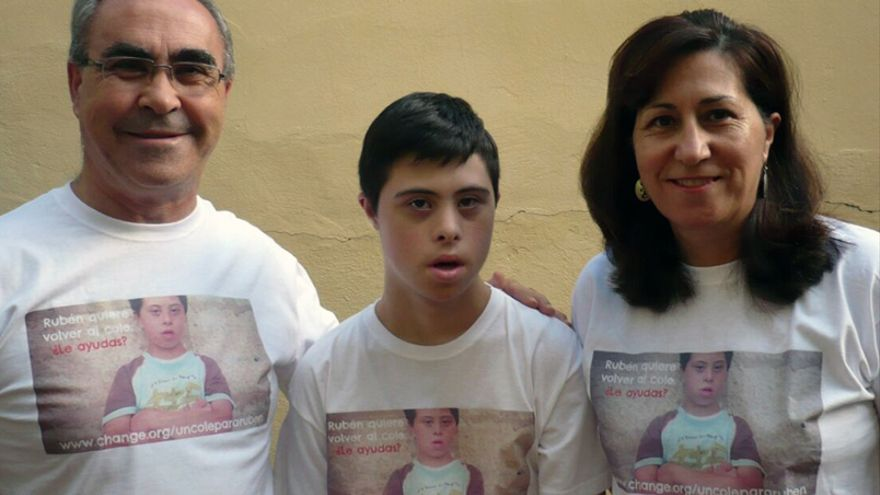 Rubén Calleja con sus padres ©Víctor Saura