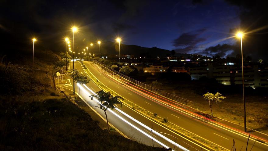 Carretera de El Burgado, iluminada desde el pasado viernes, 30 de octubre