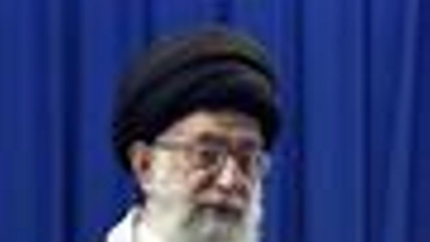 Jamenei acusa a los medios occidentales de intoxicar la situación política en Irán