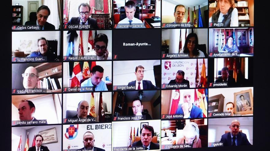 Los alcaldes de Castilla y León durante la reunión.