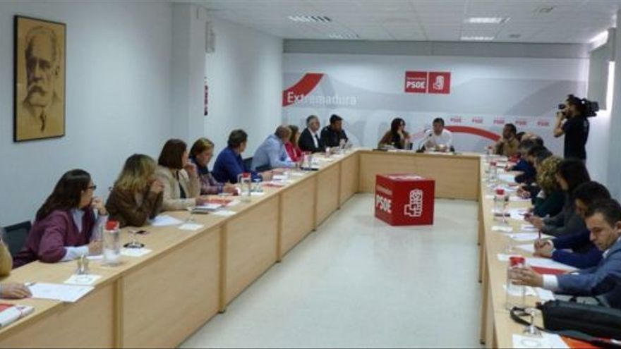 Ejecutiva regional del PSOE Extremadura reunida este viernes