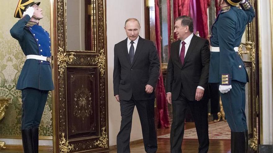 Rusia y Uzbekistán firman acuerdos por 15.800 millones de dólares