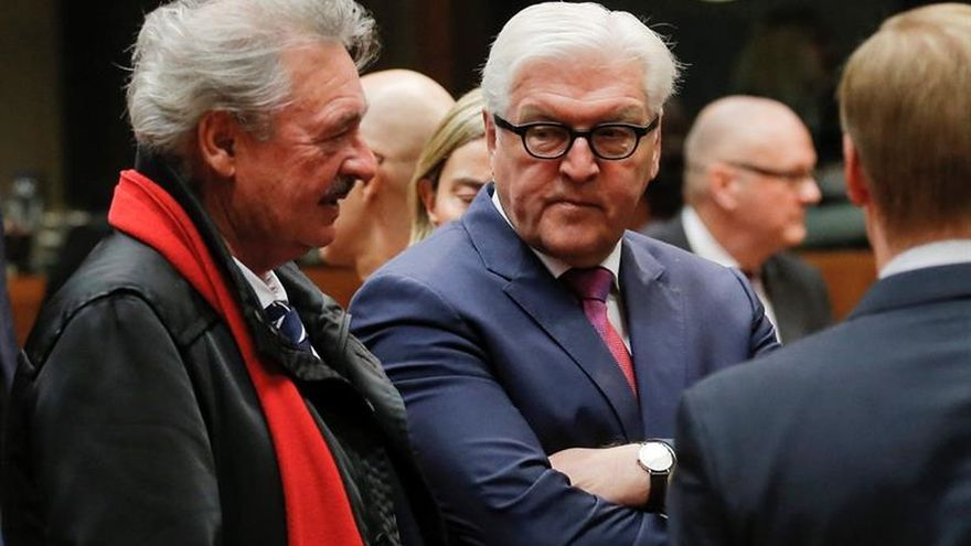 """Merkel alcanza un consenso """"sensato"""" para convertir a Steinmeier en presidente"""