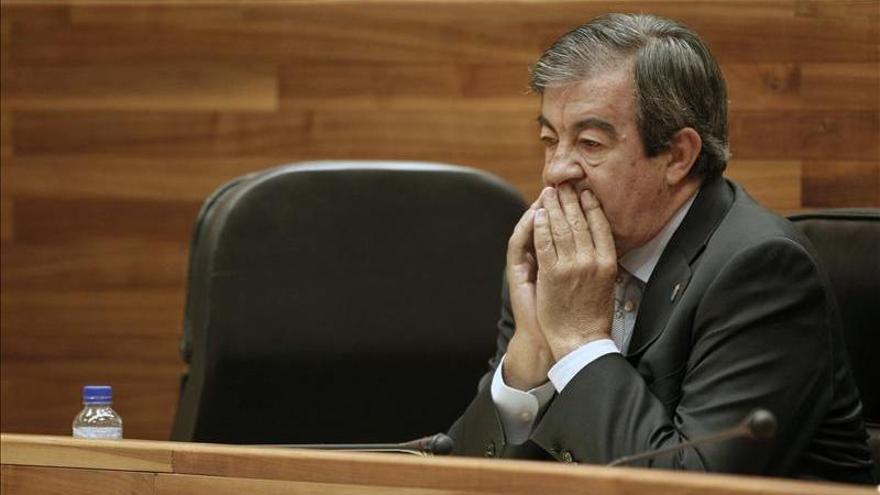 """Álvarez Cascos espera su declaración ante el juez """"centrado"""" en su trabajo"""