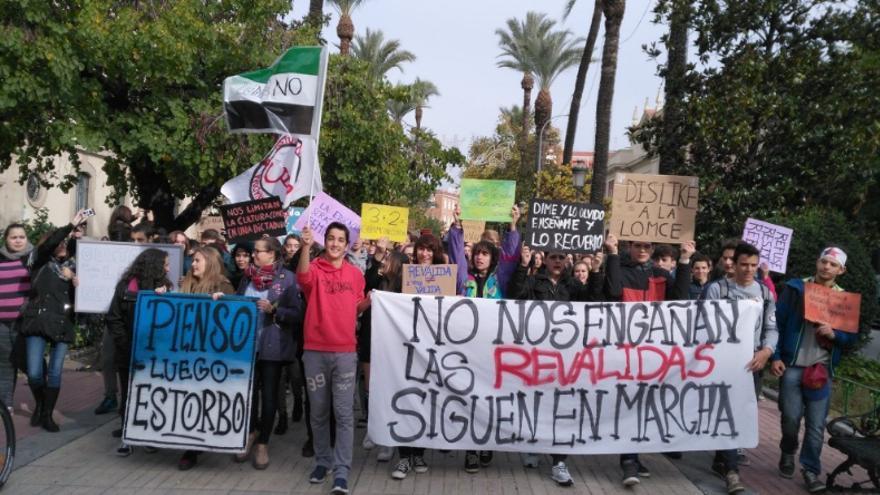 Protesta estudiantil junto a la Delegación del Gobierno en Badajoz / @CEstudiantilB