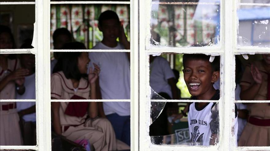 Filipinas recuerda a las víctimas un año después del tifón Haiyan