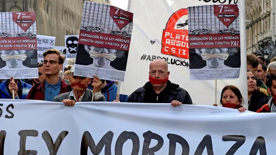 Asistentes a una manifestación contra la ley mordaza.