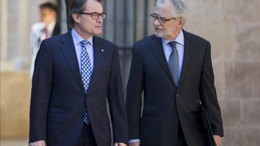 El Gobierno avisa a la Generalitat que acudirá al TC si mantiene al comisionado
