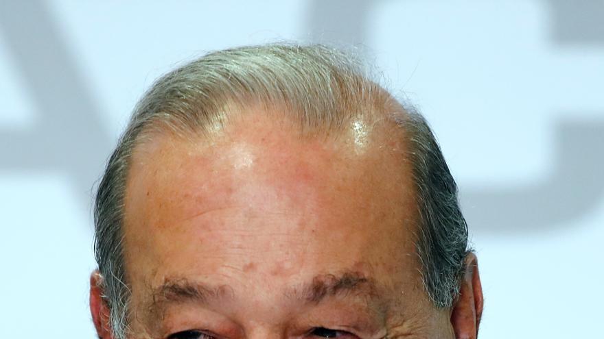 """Magnate mexicano Carlos Slim, de 80 años, padece covid con """"síntomas menores"""""""