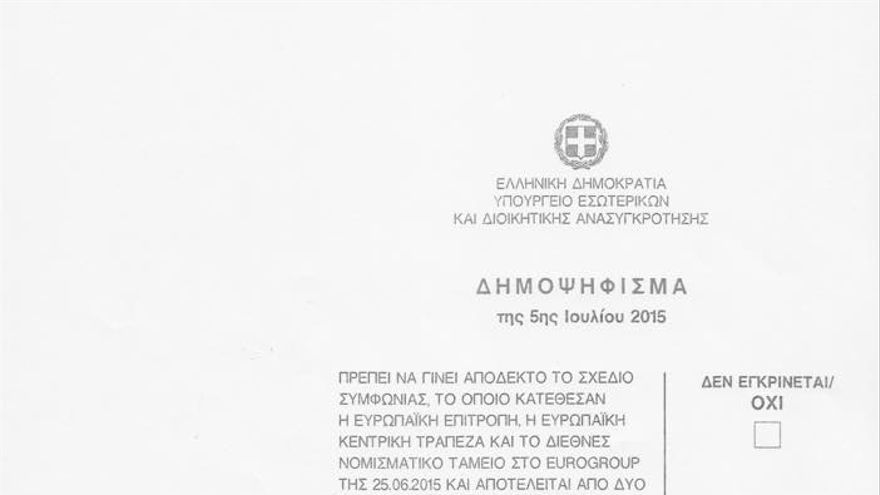 Papeleta del referéndum convocado por el Gobierno griego.
