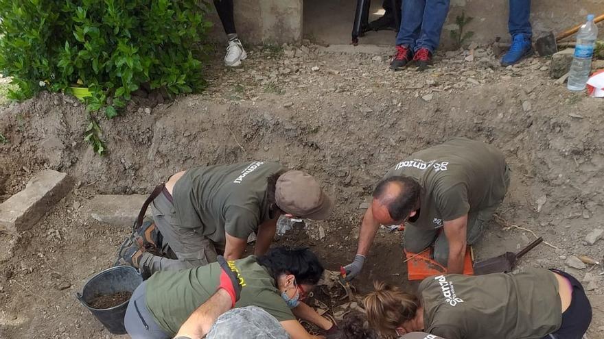 Exhumados los restos de dos maquis en Castillonuevo