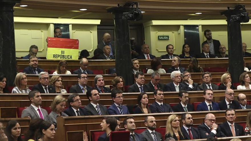 Garzón defiende los símbolos republicanos ante un Rey que no ha sido elegido