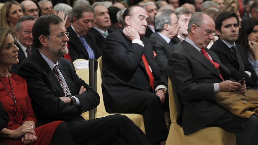 Rajoy, Rato y numerosos empresarios, en la presentación de las memorias de Aznar, en 2012. / Kote Rodrigo / Efe