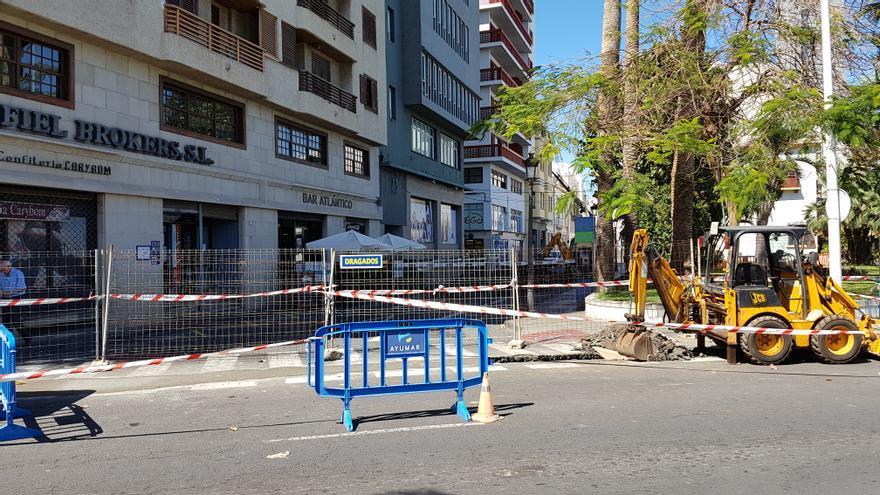 La obra de remodelación de la Avenida Marítima ha comenzado en la calle Álvarez Abreu, trasera del Cabildo, este lunes, 13 de mayo.