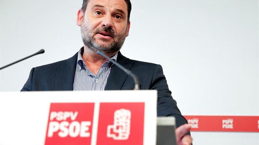 Ábalos limita a mera hipótesis un gobierno nacional del PSOE con Podemos