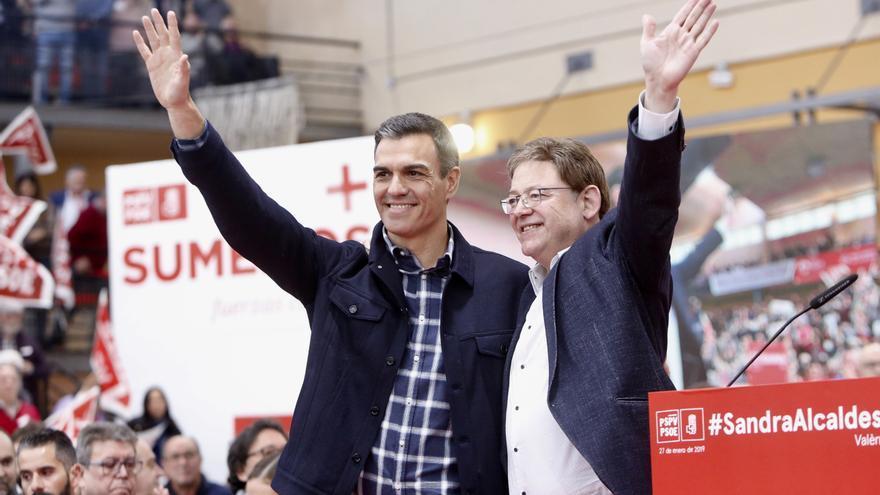 Pedro Sánchez con Ximo Puig en el mitin de Valencia.