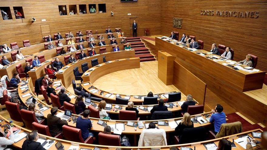 Les Corts piden a Francisco Camps que deje el Consejo Jurídico Consultivo