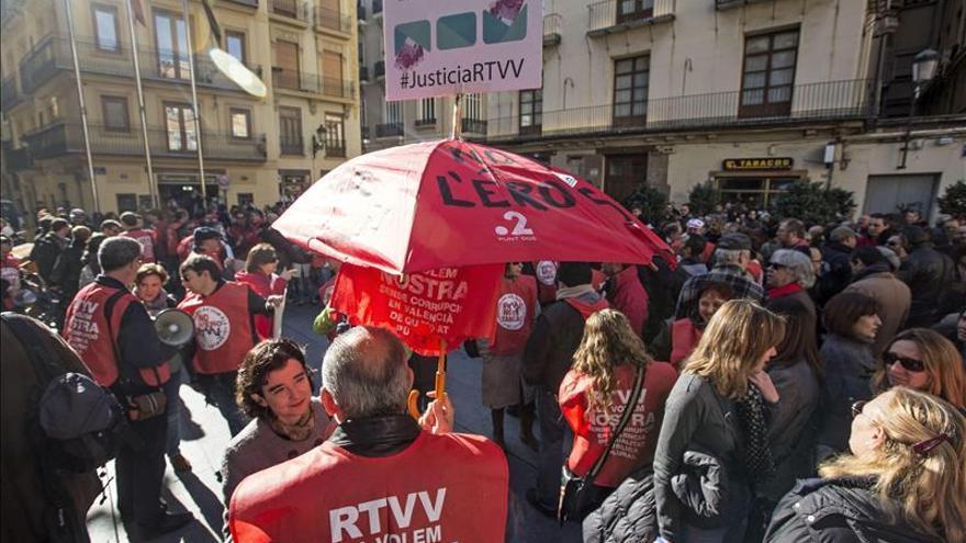 Una concentración de trabajadores de RTVV pidiendo justicia.