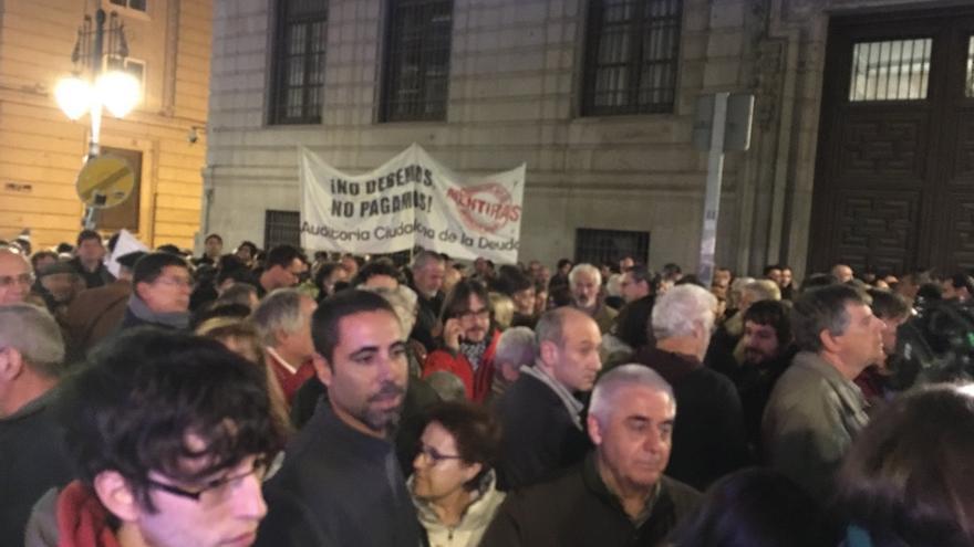 Concentración ayer frente al Ministerio de Hacienda. Foto: Carlos Sánchez Mato