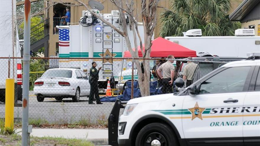 Muy grave el policía herido por un hombre que se atrincheró y mató a cuatro niños