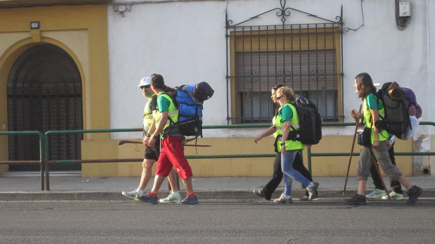 Los integrantes de la marcha a pie hasta Bruselas inician su camino desde Córdoba.