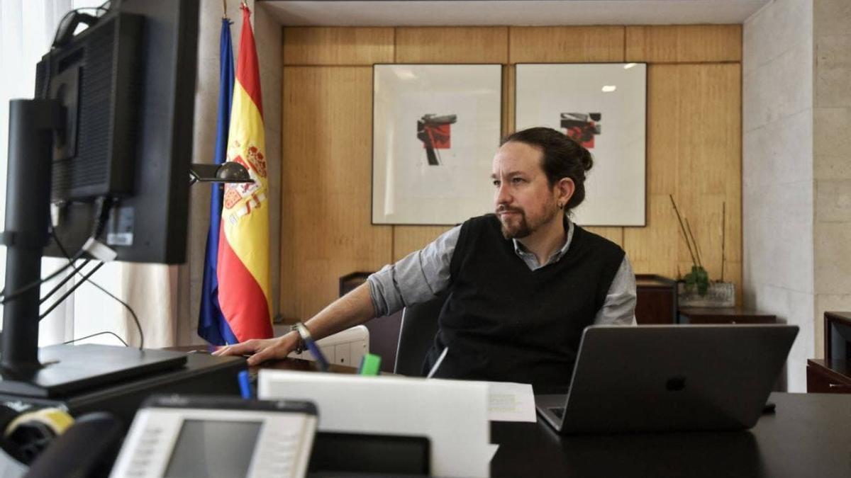 El vicepresidente segundo del Gobierno, Pablo Iglesias, mantiene una reunión telemática con el presidente del Parlamento Europeo, David Sassoli.