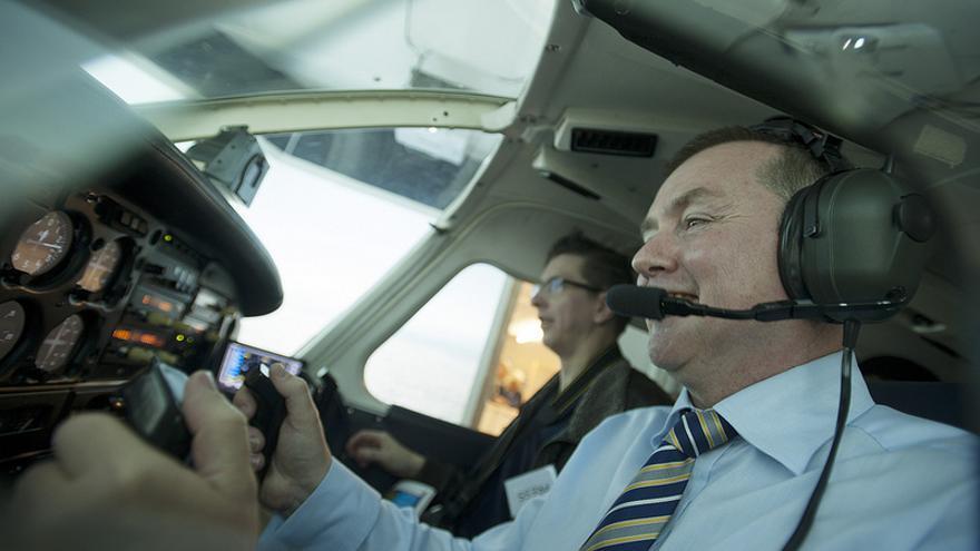 Willie Walsh en un simulador de vuelo (Foto: NATS Press Office)